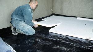 Ocieplenie podłogi na gruncie: styropian, wełna mineralna czy podsypka? Poradnik
