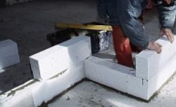 Ściany działowe z betonu komórkowego i płyt gipsowo-kartonowych