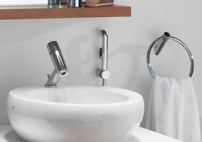 Wygodna umywalka do łazienki. Zasady wyboru umywalki nablatowej i podblatowej oraz łączenia jej z baterią umywalkową