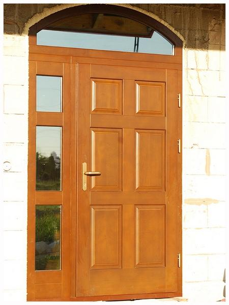 Drzwi wejściowe z naświetlem