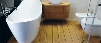 Pomysł na podłoge w łazience. Deski podłogowe jak pokład statku