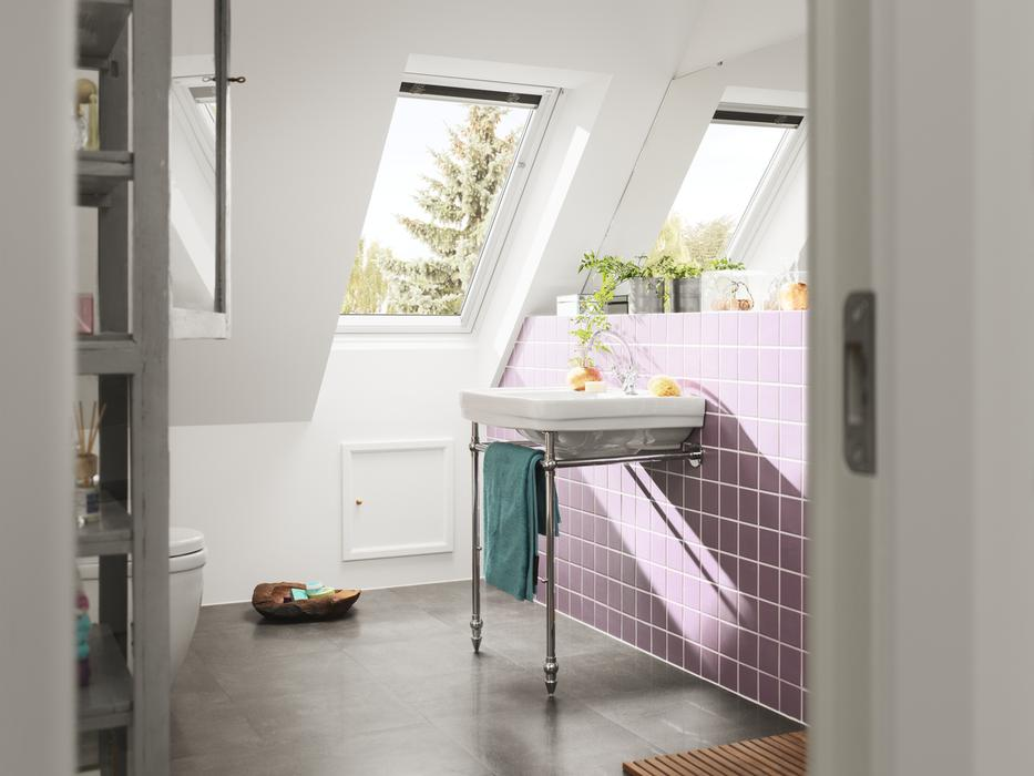 Galeria zdj okna dachowe spos b na do wietlenie - Velux salle de bain prix ...