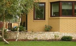 Budowa domu krok po kroku. Okna plastikowe czy okna drewniane?