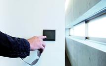 Gniazda elektryczne - nowoczesne wzornictwo do budynków biurowych i komercyjnych