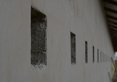 Ściany i tynki zewnętrzne - uszkodzenia oraz problemy techniczne