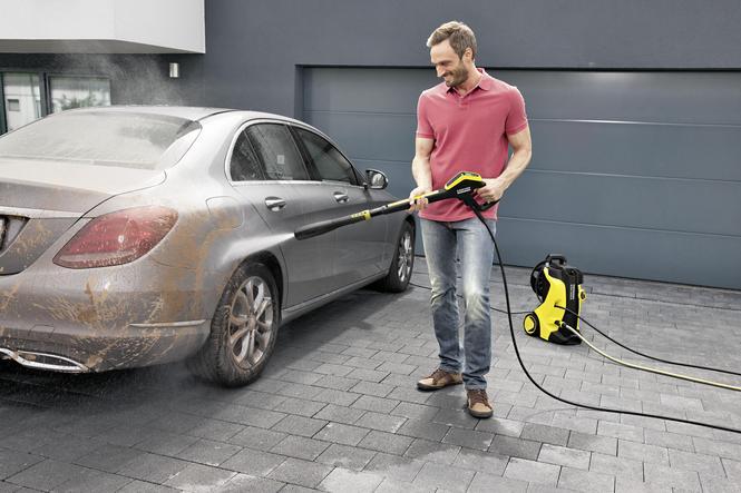 Czyszczenie samochodu myjką cisnieniową