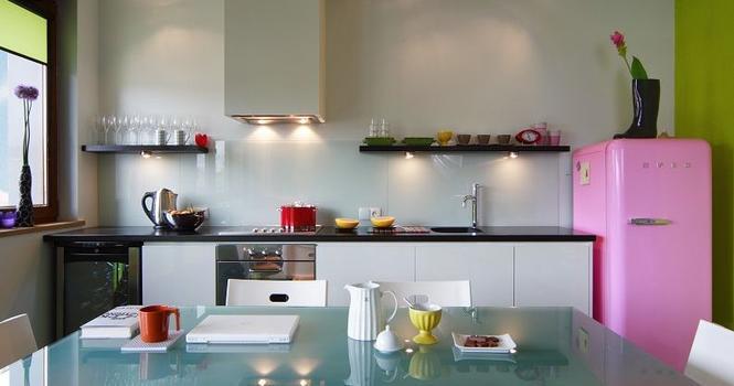 Wykończenie ścian w kuchni: farby, tapety, tynki cienkowarstwowe