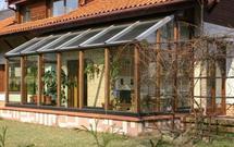 Ogrzewanie ogrodu zimowego: czy opłaca się ogrzewać oranżerię (PORADA)