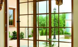 Ceny okien plastikowych i okien drewnianych. Co podnosi ich koszty?