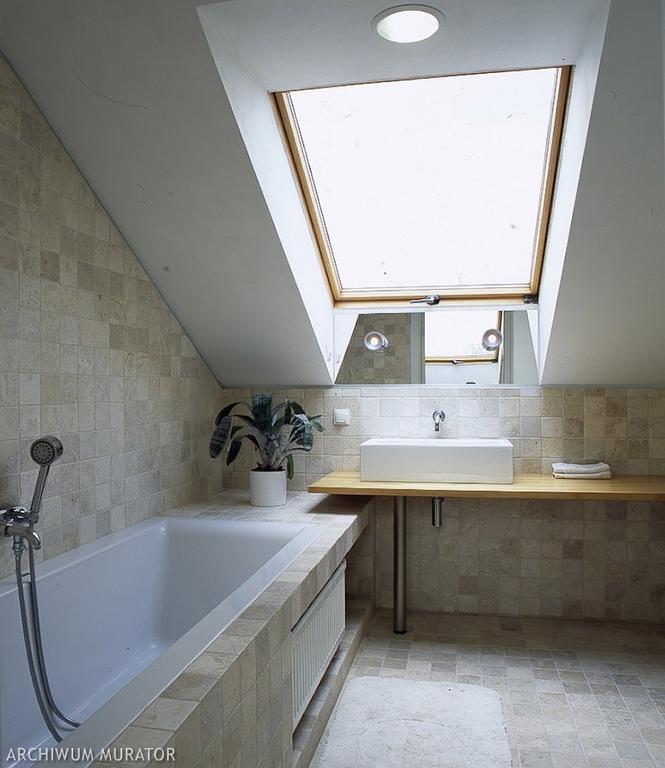 Aranżacja łazienki na poddaszu. 8 pomysłów na urządzenie funkcjonalnej łazienki - Łazienka ...